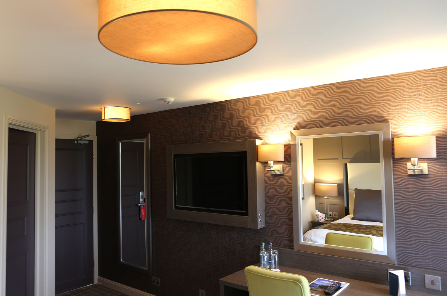 Tv and room amenities