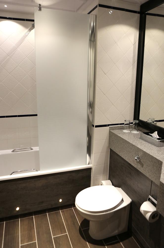 Abbey house hotel bathroom
