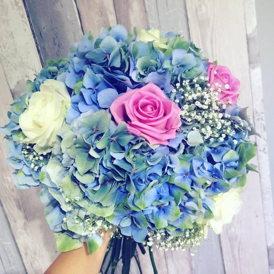 Blue flower bouquet for wedding