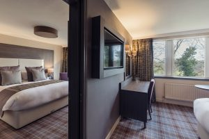 Adjoining hotel rooms
